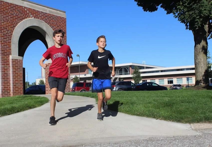 2 Freshmen Runners